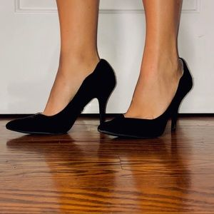 Jennifer Lopez black scalloped stiletto heels